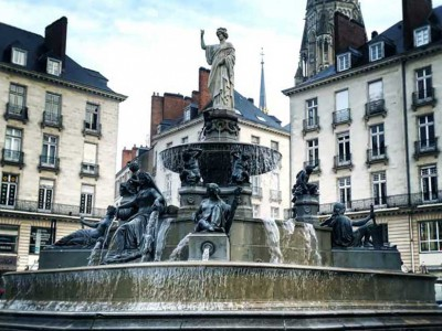 nantes place royale fontaine fountain historique diluvial