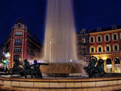 nice place massena fontaine historique diluvial nuit foutain