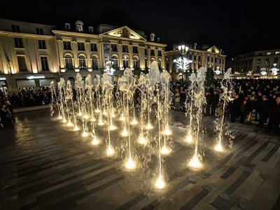 orleans martroi fontaine dalle seche nuit fountain diluvial