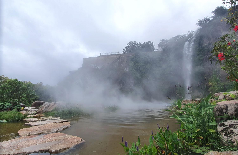 Le jardin extraordinaire à Nantes avec ses cascades de 25 mètres de hauteur.