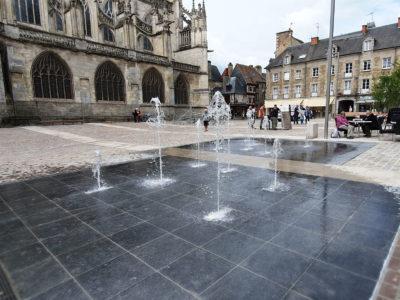 Alençon fontaine sèche Place de la Magdeleine