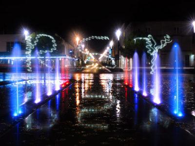fontaine dalle sèche roche sur yon france diluvial nuit lumière